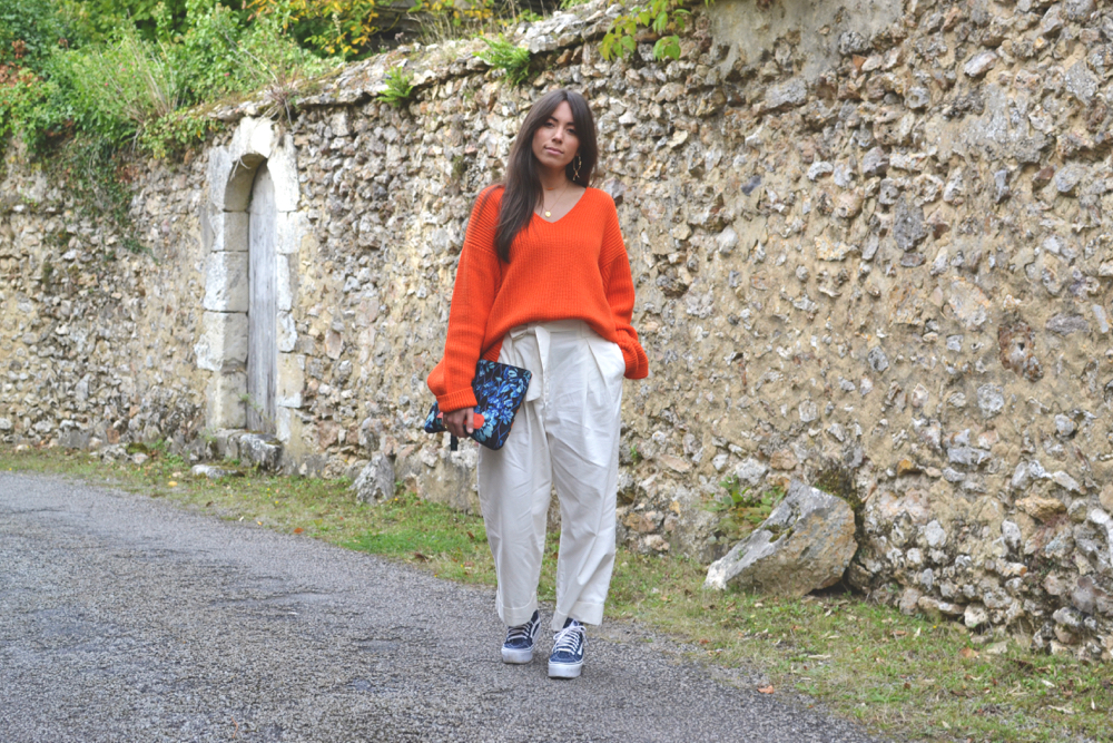 comment porter un pull orange oversized